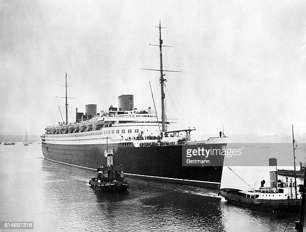 7/9/1929 Southampton England The 48000 ton liner 'Bremen' pf the North German Lloyd lines arrived at Southahmpton England to have her hull painted in...