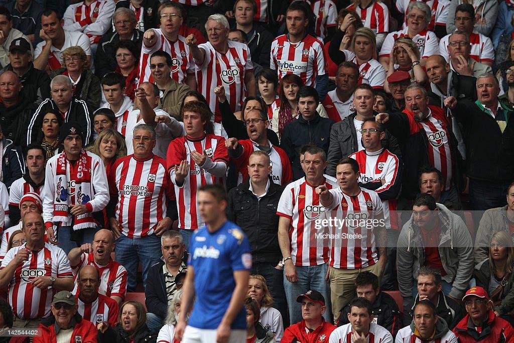 Southampton v Portsmouth - npower Championship : News Photo