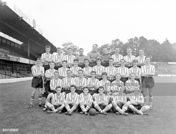 Southampton FC Football Players 1958 1959 Season 19th August 1958 Back Row L2R Colin Holmes Ron Davies Tommy Trainor Tony Godfrey Bryan Stevens John...