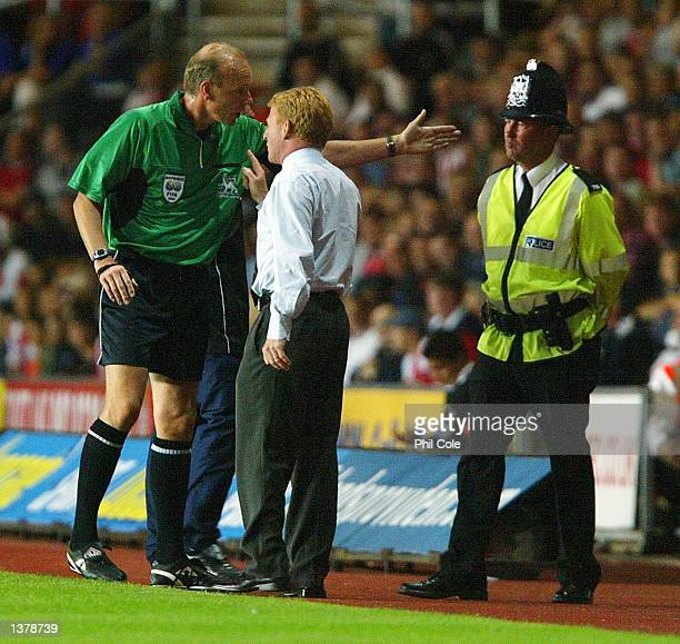 Southampton Manager Gordon Strachan is ejected from pitch side by Referee SBennett during the FA Barclaycard Premiership match between Southampton...