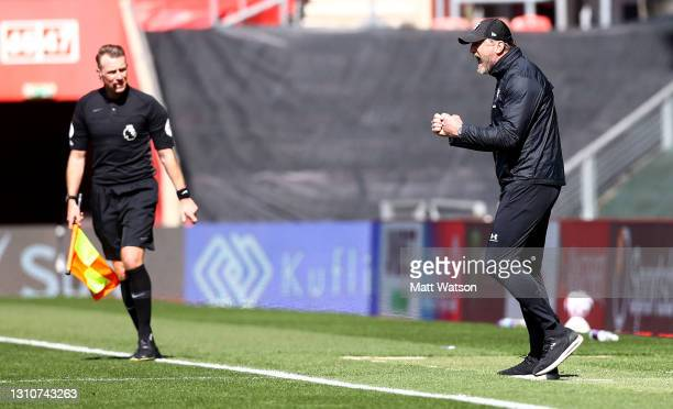 Southampton manager Ralph Hasenhüttl celebrates at the final whistle during the Premier League match between Southampton and Burnley at St Mary's...