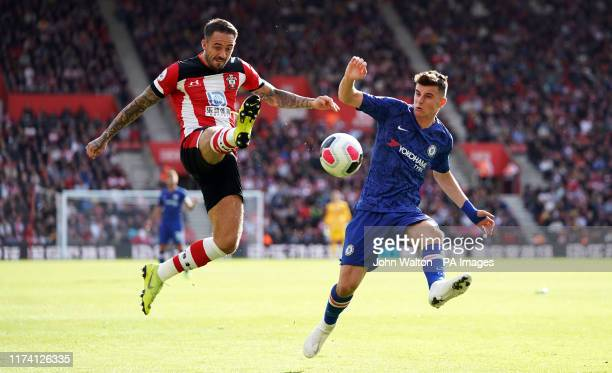 Southampton's Danny Ings and Chelsea's Mason Mount battle for the ball during the Premier League match at St Mary's Stadium Southampton
