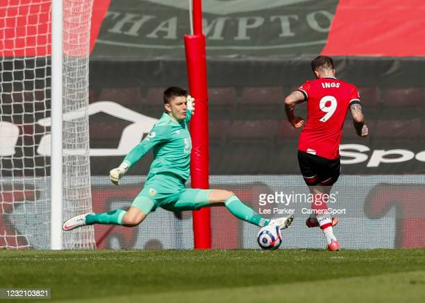 Southampton's Danny Ings beats Burnley's Nick Pope to make it 2-2 in the 42nd minute during the Premier League match between Southampton and Burnley...