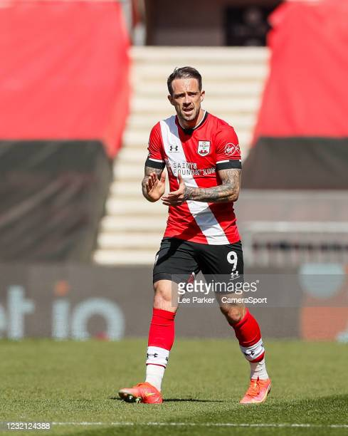 Southampton's Danny Ings encourages his team mates after scoring his side's second goal in the 42nd minute to make it 2-2 during the Premier League...