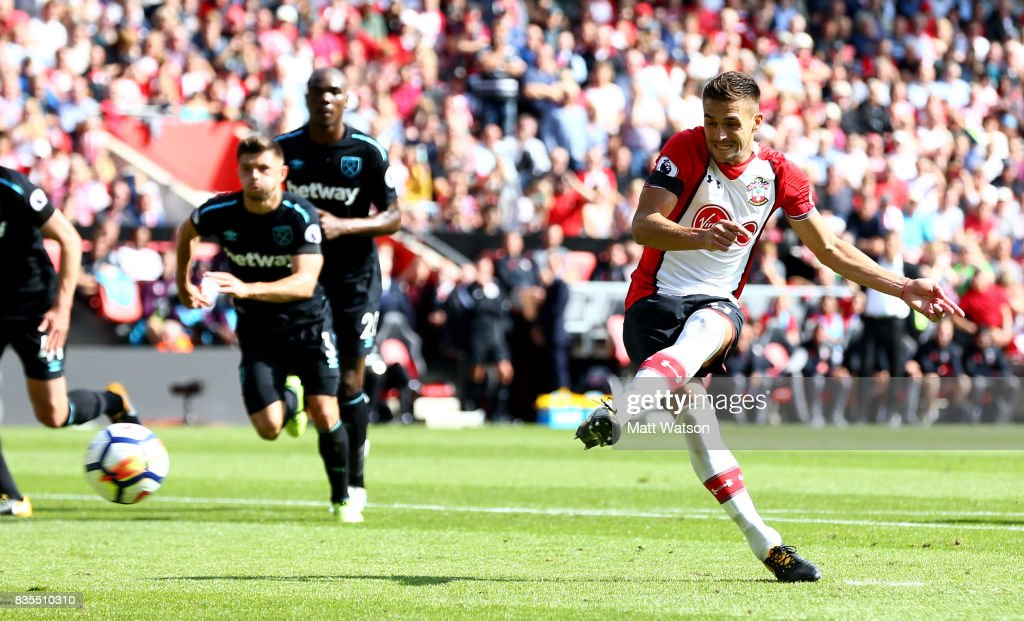 Southampton's Dusan Tadic scores from the penalty spot during the Premier League match between Southampton and West Ham United at St Mary's Stadium on August 19, 2017 in Southampton, England.