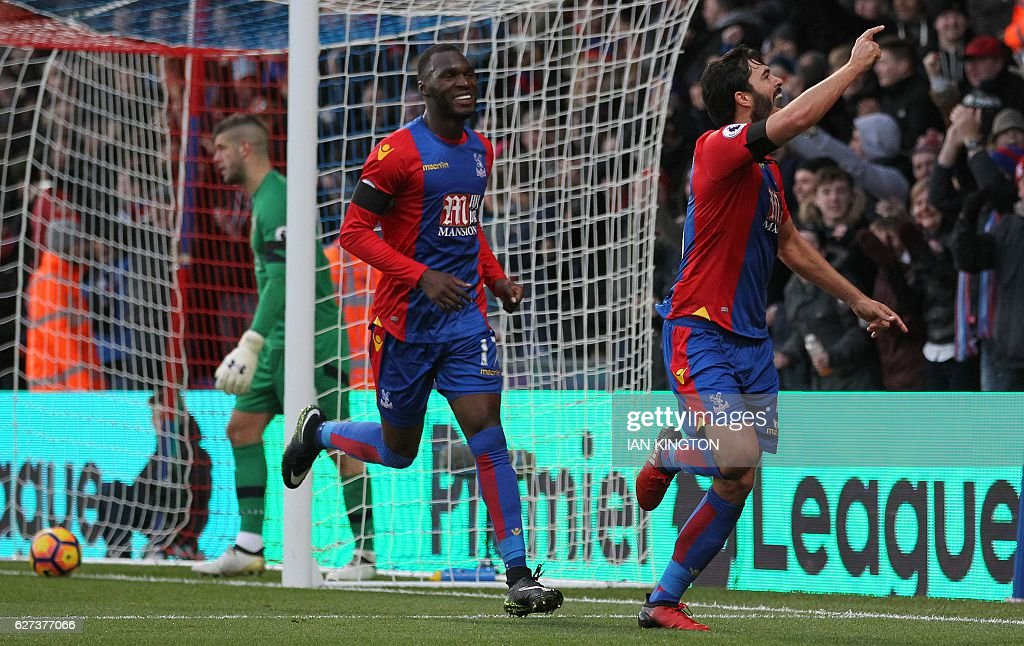 Southampton's English goalkeeper Fraser Forster (L) reacts as Crystal Palace's English defender James Tomkins (R) celebrates scoring his team's second goal with Crystal Palace's Zaire-born Belgian striker Christian Benteke during the English Premier League football match between Crystal Palace and Southampton at Selhurst Park in south London on December 3, 2016. / AFP / Ian KINGTON / RESTRICTED TO EDITORIAL USE. No use with unauthorized audio, video, data, fixture lists, club/league logos or 'live' services. Online in-match use limited to 75 images, no video emulation. No use in betting, games or single club/league/player publications. /