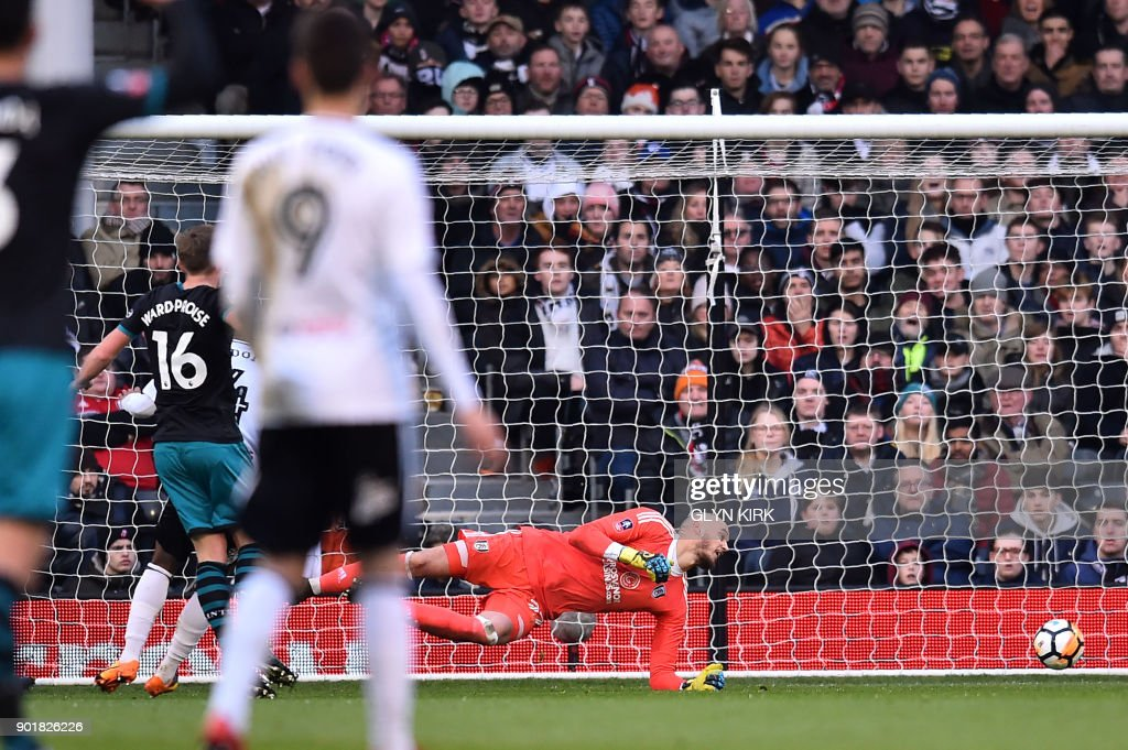 Southampton's English midfielder James Ward-Prowse (L) scores the team's first goal during the English FA Cup third round football match between Fulham and Southampton at Craven Cottage in Fulham, west London on January 6, 2018. / AFP PHOTO / Glyn KIRK / RESTRICTED TO EDITORIAL USE. No use with unauthorized audio, video, data, fixture lists, club/league logos or 'live' services. Online in-match use limited to 75 images, no video emulation. No use in betting, games or single club/league/player publications. /