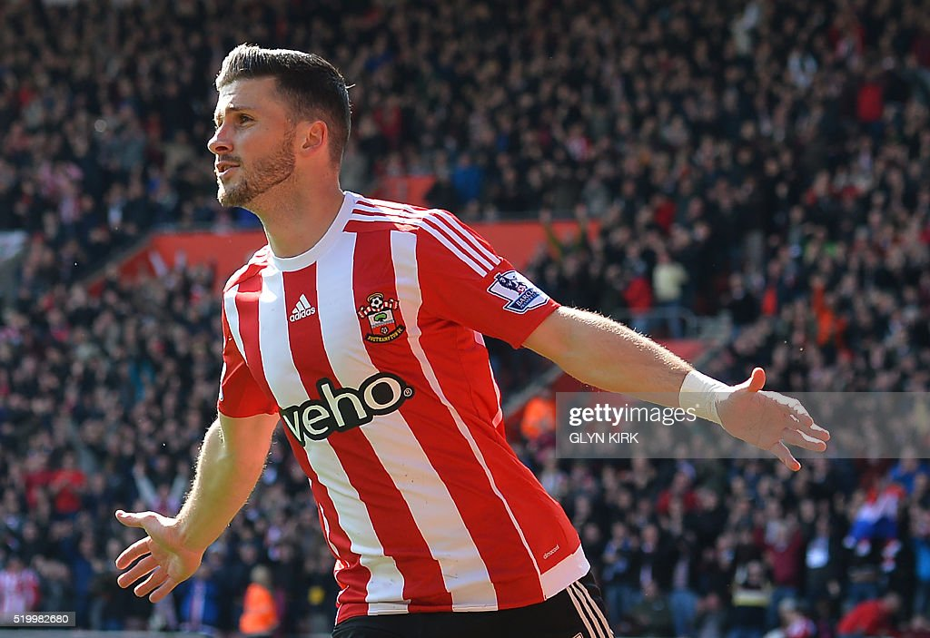 Southampton's Irish striker Shane Long celebrates after scoring during the English Premier League football match between Southampton and Newcastle at St Mary's Stadium in Southampton, southern England on April 9, 2016. / AFP / GLYN KIRK / RESTRICTED TO EDITORIAL USE. No use with unauthorized audio, video, data, fixture lists, club/league logos or 'live' services. Online in-match use limited to 75 images, no video emulation. No use in betting, games or single club/league/player publications. /