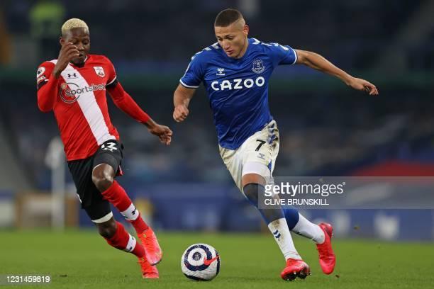 Southampton's Malian midfielder Moussa Djenepo vies with Everton's Brazilian striker Richarlison during the English Premier League football match...