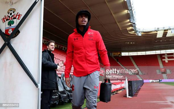 Southampton's Mario Lemina arrives ahead of the Premier League match between Southampton and Arsenal at St Mary's Stadium on December 10 2017 in...