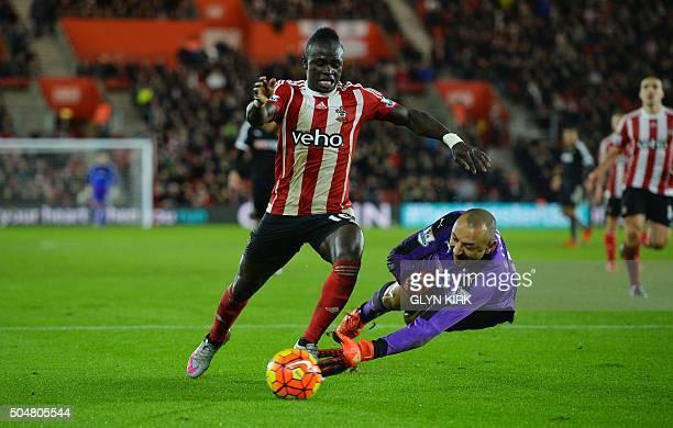 Southampton's Senegalese midfielder Sadio Mane vies with Watford's Brazilian goalkeeper Heurelho Gomes during the English Premier League football...