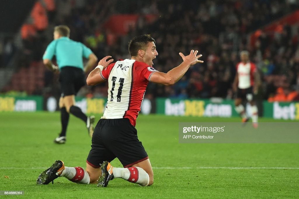 Southampton's Serbian midfielder Dusan Tadic claims unsuccessfully for a penalty after being brought down during the English Premier League football match between Southampton and West Bromwich Albion at St Mary's Stadium in Southampton, southern England on October 21, 2017. / AFP PHOTO / Glyn KIRK / RESTRICTED TO EDITORIAL USE. No use with unauthorized audio, video, data, fixture lists, club/league logos or 'live' services. Online in-match use limited to 75 images, no video emulation. No use in betting, games or single club/league/player publications. /