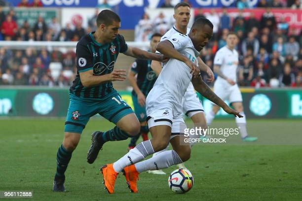 Southampton's Spanish midfielder Oriol Romeu vies with Swansea City's Ghanaian striker Jordan Ayew during the English Premier League football match...