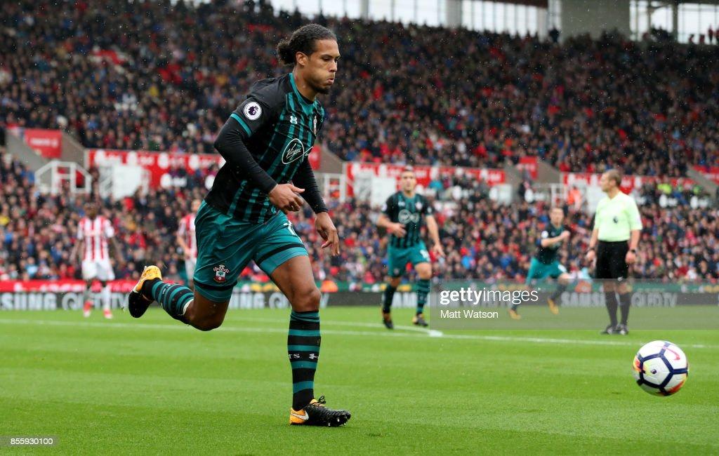 Stoke City v Southampton - Premier League : News Photo
