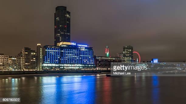 southbank night view - london, england - ロンドン サウスバンク ストックフォトと画像
