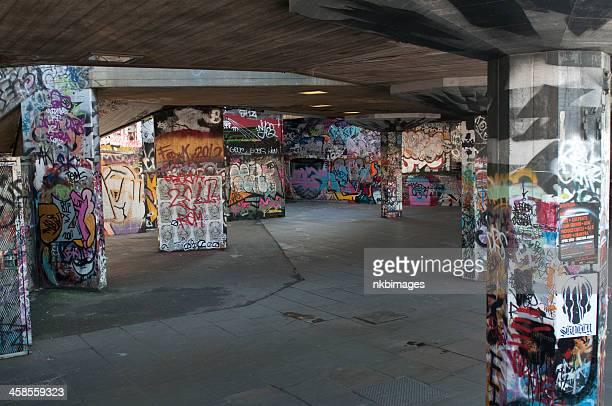 サウスバンク skatepark ロンドン - ロンドン サウスバンク ストックフォトと画像