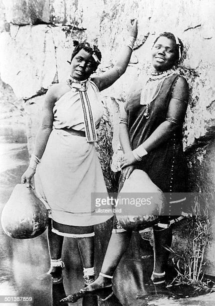 Southern Africa probably Xhosa people Young women get water with calabashes probably in the 1910s