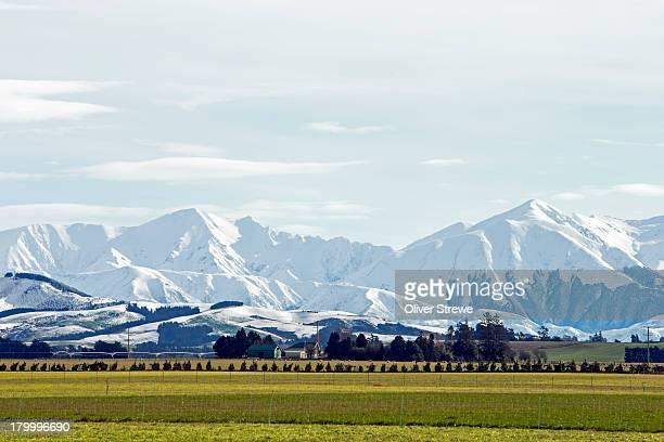 southern alps & canterbury plains - alpes neozelandeses fotografías e imágenes de stock