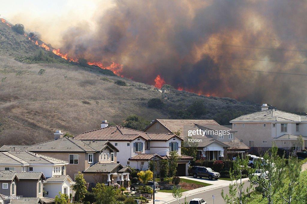 Southern California brush fire near houses : Stock Photo