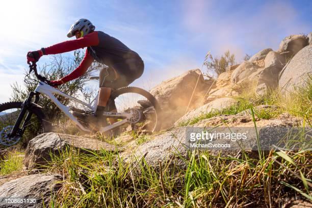motociclista da montanha do sul da califórnia - temecula valley - fotografias e filmes do acervo