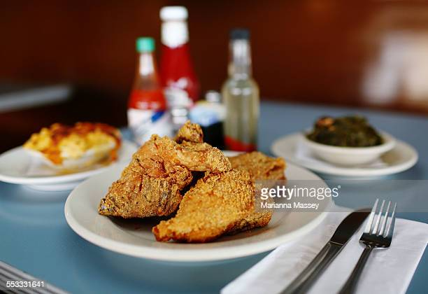 southern fried chicken - fried chicken stock pictures, royalty-free photos & images