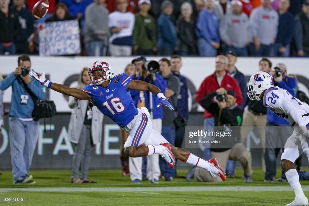Southern Methodist Mustangs wide receiver Courtland Sutton (16) dives for an overthrown pass during the DXL Frisco Bowl game between the Louisiana Tech Bulldogs and SMU Mustangs on December 20, 2017 at Toyota Stadium in Frisco, TX.