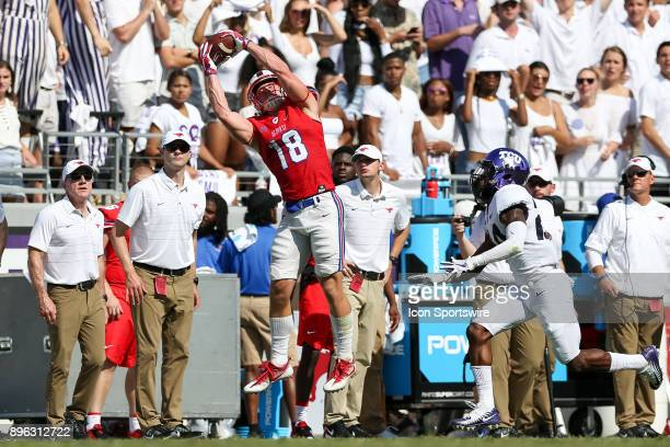 Southern Methodist Mustangs wide receiver Trey Quinn makes a reception late in the 2nd quarter during the football game between the Southern...