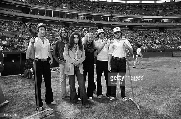 Southern rock band Lynyrd Skynyrd guitarists Steve Gaines and Gary Rossington and singerfrontman Ronnie Van Zant pose with members of the infield...
