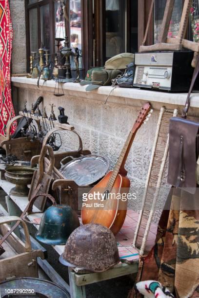 souvenir market, traditional bazaar in kruja town, kruje, albania - krujë stockfoto's en -beelden