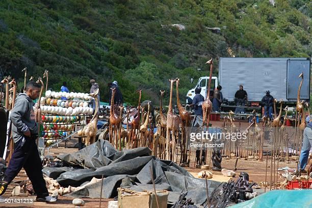 Souvenirmarkt an der Straße am Atlantischen Ozean bei Kapstadt Südafrika Afrika Andenken Souvenirs Reise NB DIG PNr 1299/2005