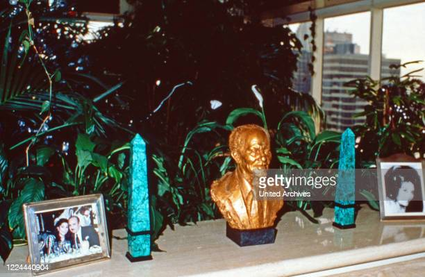 Souvenirs collected by Adnan Khashoggi at his desk in his office at Olympic Tower in New York, USA 1986.