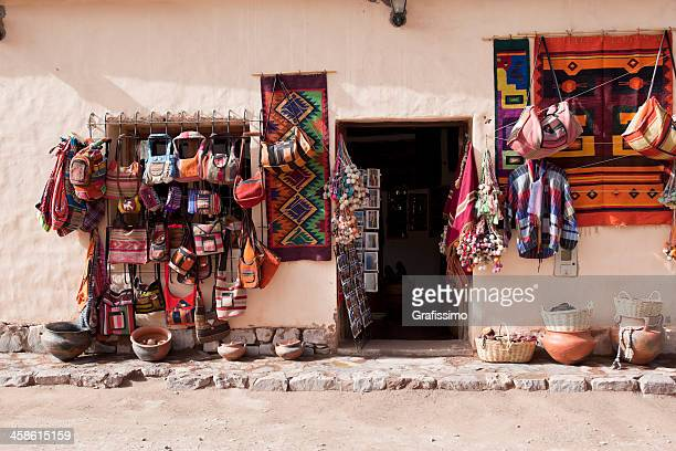 lembranças para venda na aldeia da argentina purmamarca - cultura argentina imagens e fotografias de stock