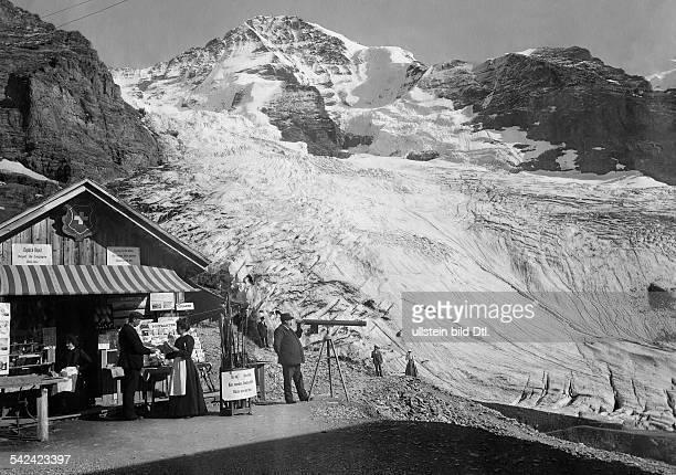 Souvenirstand im Hochgebirge Blick auf den Eigergletscher und Mönch 1907Foto Nikles Interlagen