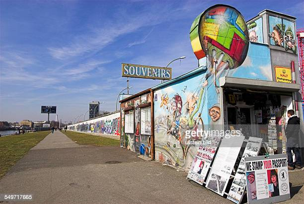 Souvenirstand, Teil der East Side Gallery, Berliner Mauer