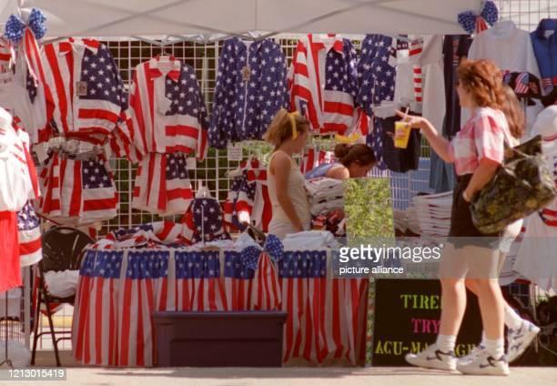 Souvenirverkäufer locken am in Atlanta mit Artikeln in den Landesfarben. Verkauft wird alles, was irgendeinen Touristen reizen könnte - hauptsächlich...