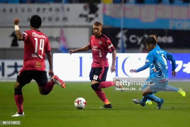 Souza of Cerezo Osaka and Akito Fukuta of Sagan Tosu compete for the ball during the JLeague J1 match between Sagan Tosu and Cerezo Osaka at Best...