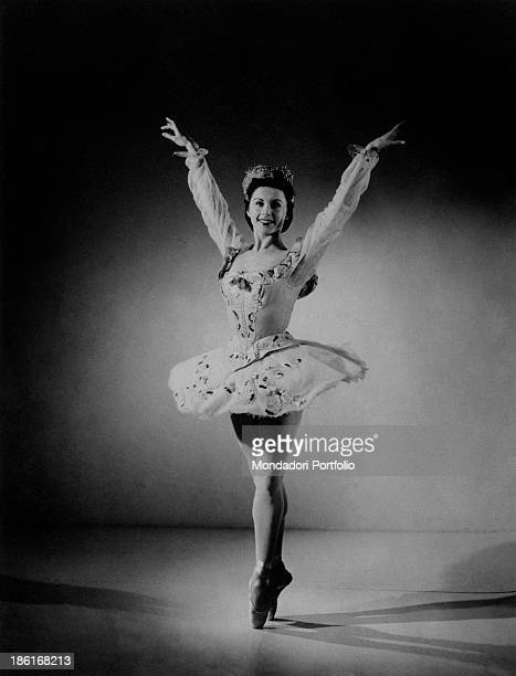 Soviet ballet dancer Violetta Elvin of the Sadler's Wells Ballet playing the role of Princesse Florine in The Sleeping Beauty 1940s