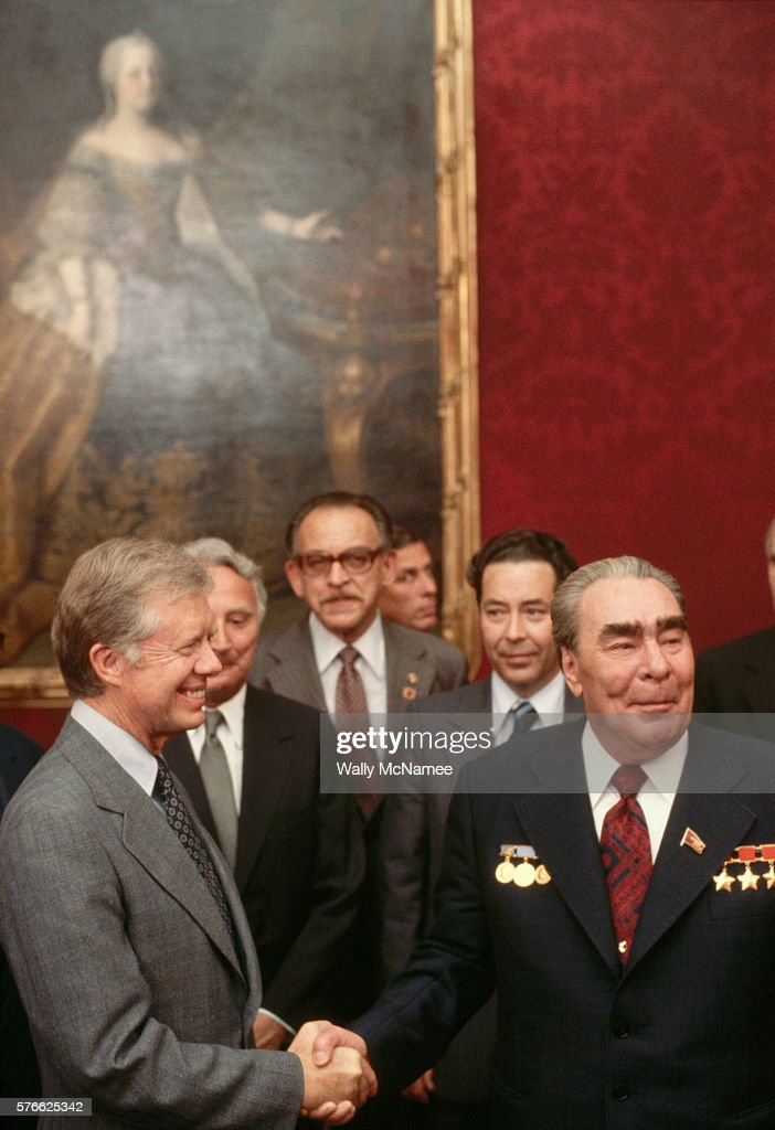 Brezhnev and carter shaking hands pictures getty images soviet leader leonid brezhnev and us president jimmy carter shake hands at the salt ii treaty platinumwayz