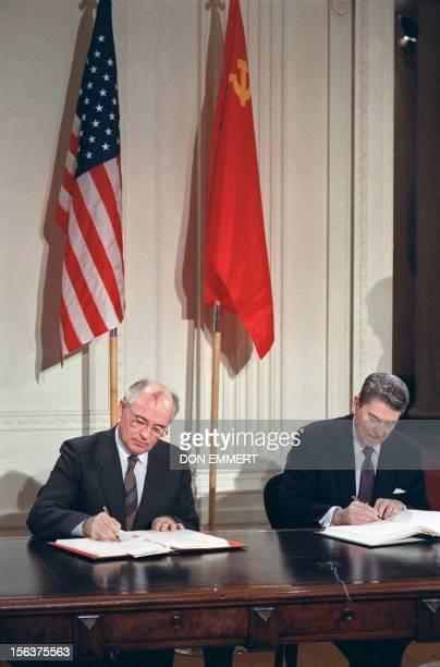 Soviet leader Mikhail Gorbatchev and US President Ronald Reagan sign 08 December 1987 at the Washington summit a treaty eliminating US and Soviet...