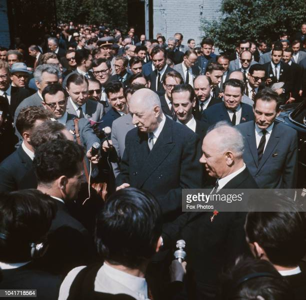 Soviet premier Nikita Khrushchev with French President Charles de Gaulle during a visit to France, 1960.