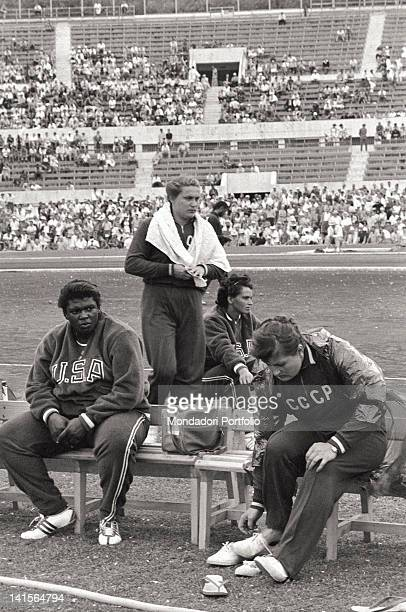 Soviet shot putter Tamara Press resting with some American shot putters during a competition at the Rome Olympic Games Rome 1960