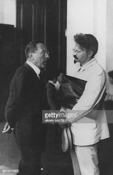 Soviet Union Leo Trotzkiy *18791940 Politician USSR Trotzkiy talking to the Italian politician Giaconti Menotti Serrati early 1920ies