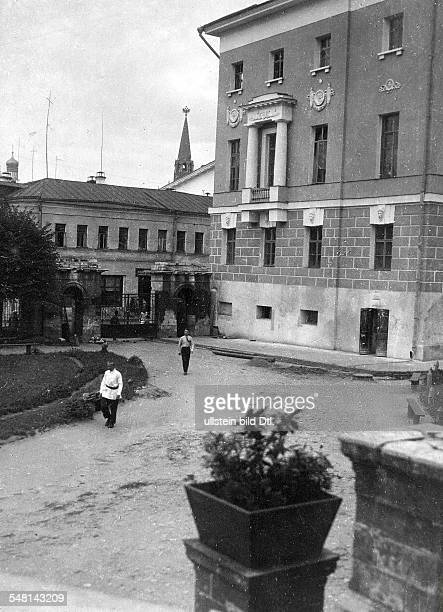 Soviet Union Russian SFSR Moscow Entrance of Moscow University around 1925 Photographer James E Abbe Vintage property of ullstein bild
