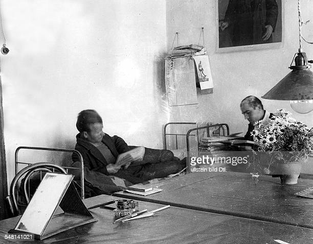 Soviet Union Russian SFSR Moscow In the students' dorm of the Moscow University around 1925 Photographer James E Abbe Vintage property of ullstein...