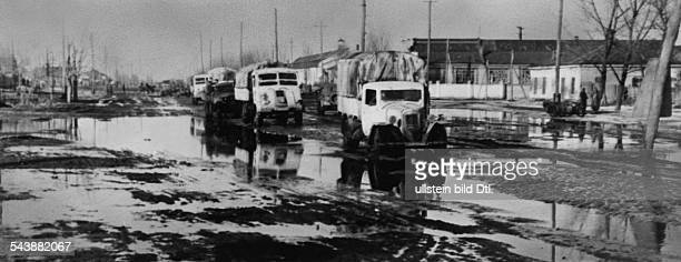 Soviet Union Ukrainian SSR Charkov Kharkov Kharkiv 2 World War Eastern Front military convoy on a muddy road 1943 Photographer PresseIllustrationen...