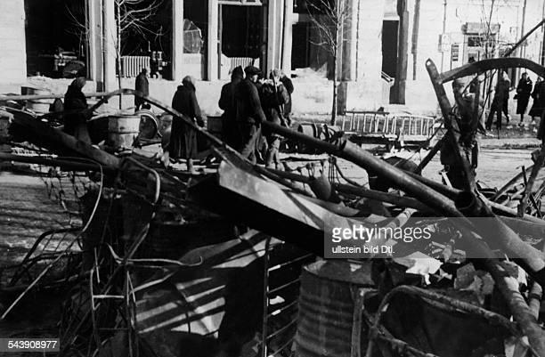 Soviet Union Ukrainian SSR Charkov Kharkov Kharkiv 2 World War Eastern Front barricade in a street 1943 Photographer PresseIllustrationen Heinrich...