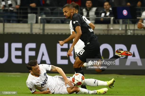 Sow of Eintracht Frankfurt in action against Mesut Ozil of Fenerbahce during the UEFA Europa League group D match between Eintracht Frankfurt and...