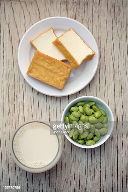 soy milk, beans and tofu - sostituto della carne foto e immagini stock