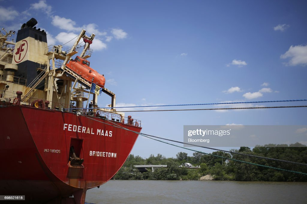 Soybeans are loaded onto the Federal Maas bulk carrier ship