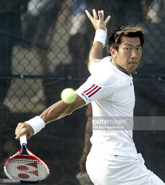 sp_legg1 8/1/06 182607 LEGG MASON TENNIS CLASSIC Post Photos by Rich Lipski Paradom Srichaphan returns volley with a backhand to opponent Kenneth...